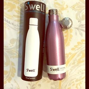 Swell 'Velvet Crimson' insulated water bottle NWT.